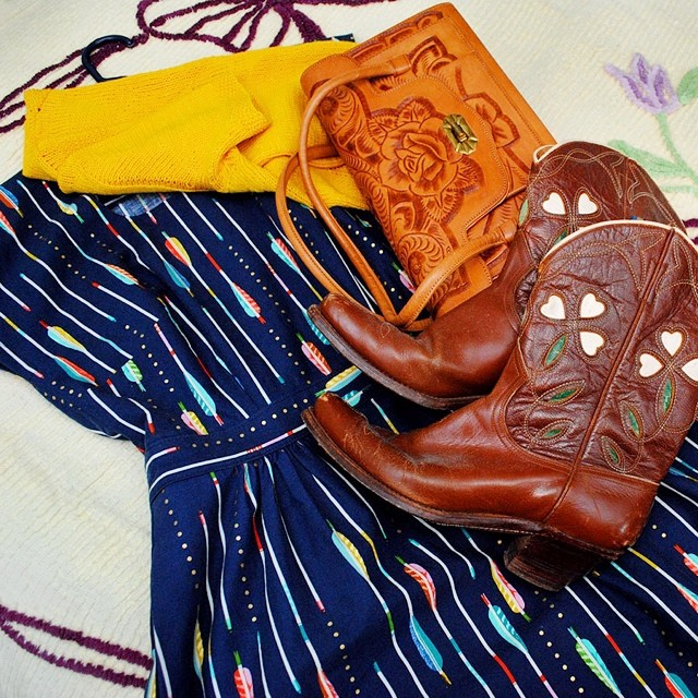 Just finished my dress in @cottonandsteel fabric! So excited to photo my outfit-along projects, hopefully it'll be this week. An arrows dress definitely needs 40s pee wee boots and a tooled leather purse, don't you think? ? #oal2014 #cottonandsteel