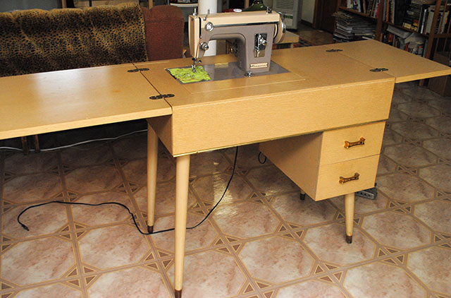 Sewing Machine Cabinets Tables Nagpurentrepreneurs & Vintage White Sewing Machine In Cabinet - Veterinariancolleges