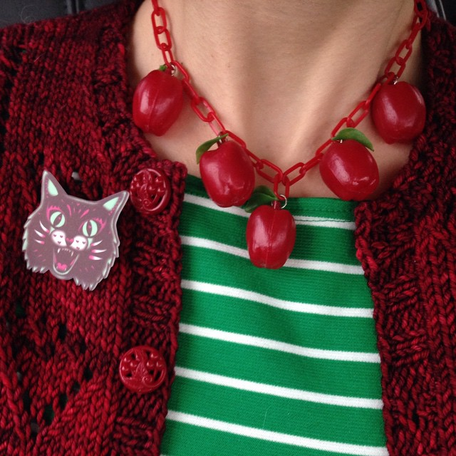 Happy to be on the road to spend Halloween with my SIL/BIL and our niece and nephew! Complete with @dollycooljewels seasonally appropriate brooch. ??And two finished things I'll need to blog about soon. ?