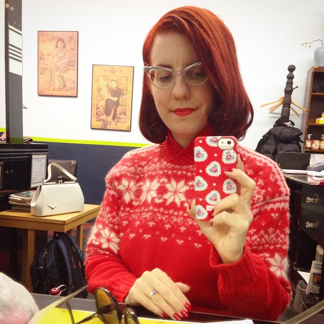 Hey, the straight and flippy 60s blow out after getting my color done matches my similar-era ski pullover! ❄️❄️ (That's my @luxdevillehandbags purse on the table behind me, but the cool sunglasses by the mirror are my stylist's. ?)