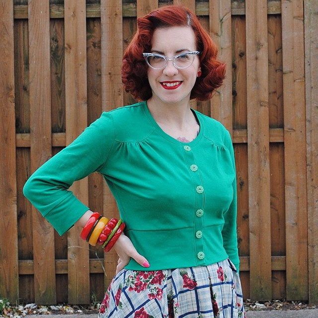 A darling vintage-inspired cardigan... that I sewed! ? From @macskakat Muse Patterns Jenna cardi pattern. So excited about this. Insta wardrobe staple pattern for me right here!! (blog post link in profile) #musepatterns #thedailybake