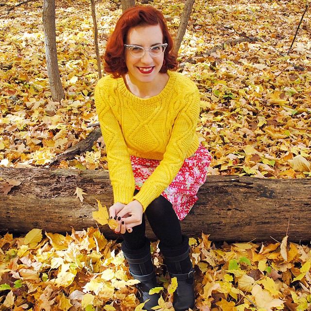 On my blog today is my finished Vashon pullover (pattern by @ciriliarose), a polka dot & rose skirt I sewed last week, and shearling-lined @svenclogs boots! ?☀️? (Link in profile) #knitting #sewing #ciriliarose #svenclogs