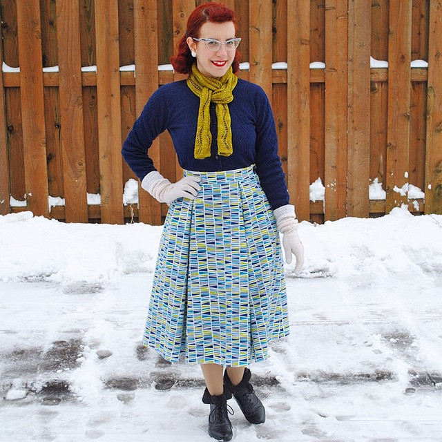 Today on my blog, read about my #vintagepledge Joan C.'s skirt! Made in @robertkaufman cozy flannel. With a vintage cardigan and gloves, old Dollhouse faux-fur trimmed ankle boots and a hand-knit scarf. #ootd #ootdsocialclub #vintagesewing