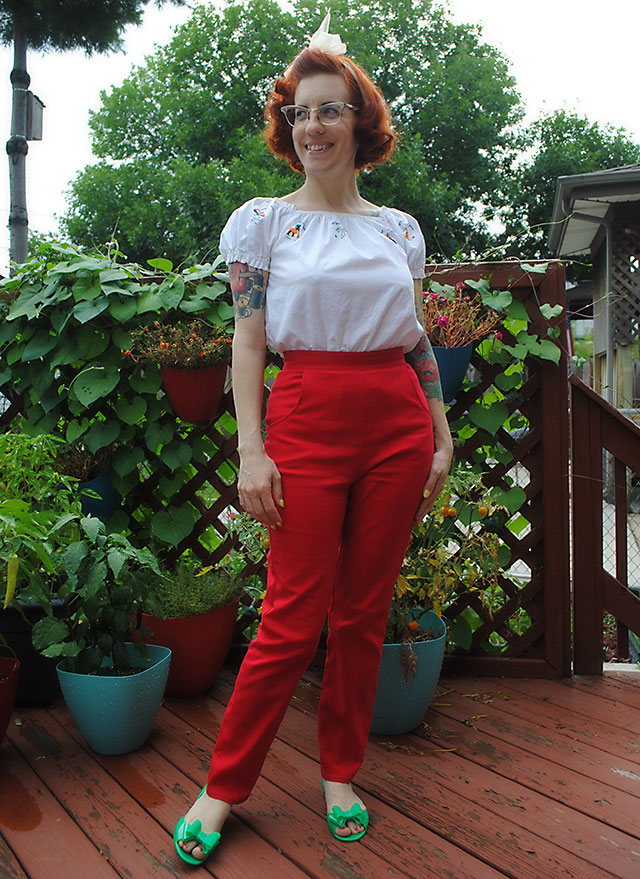 red cigarette pants, Butterick B5895